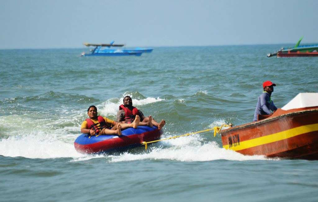 Bumper-Boat-Ride-Beach-Goa