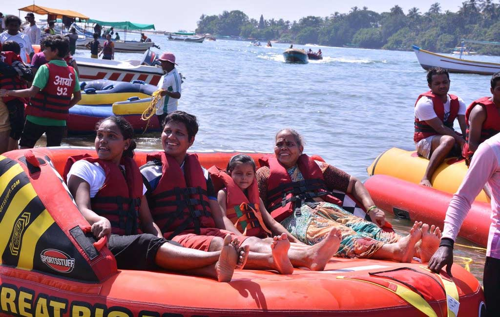 Bumper-Boat-Ride-in-Goa-Beach