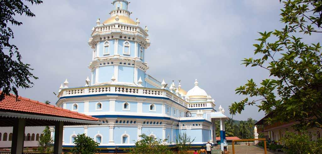 Mangueshi-Temple,-Goa-Sightseeing-Tour