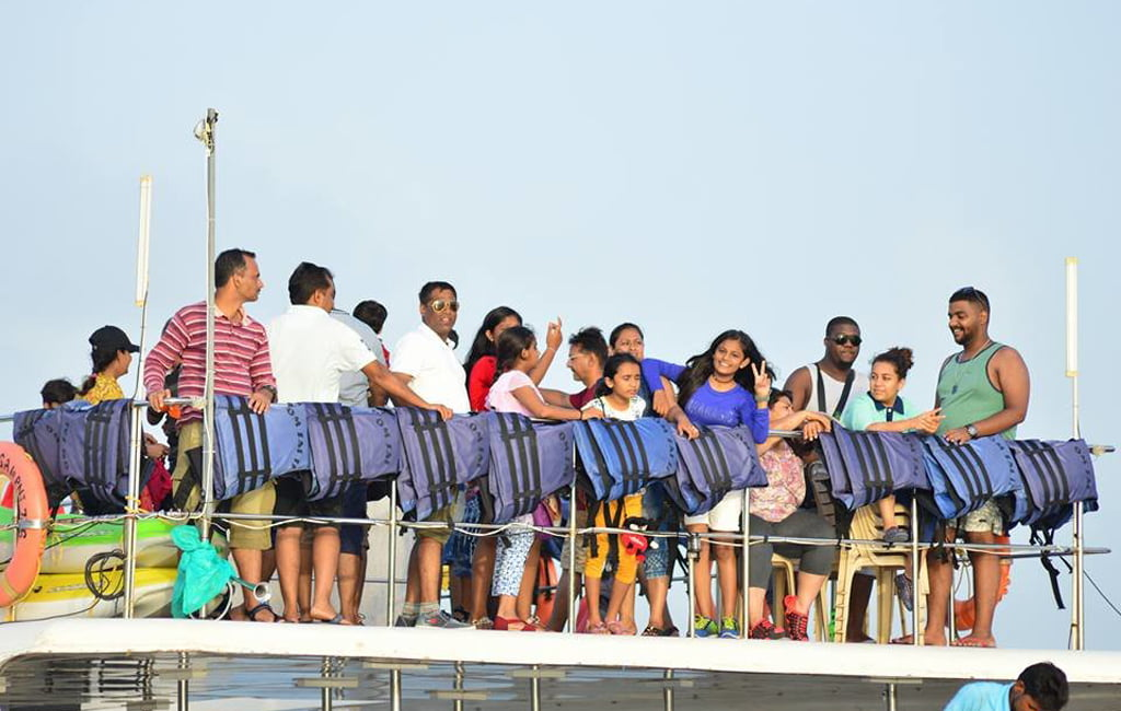 adventure cruise - music and dance on boat goa
