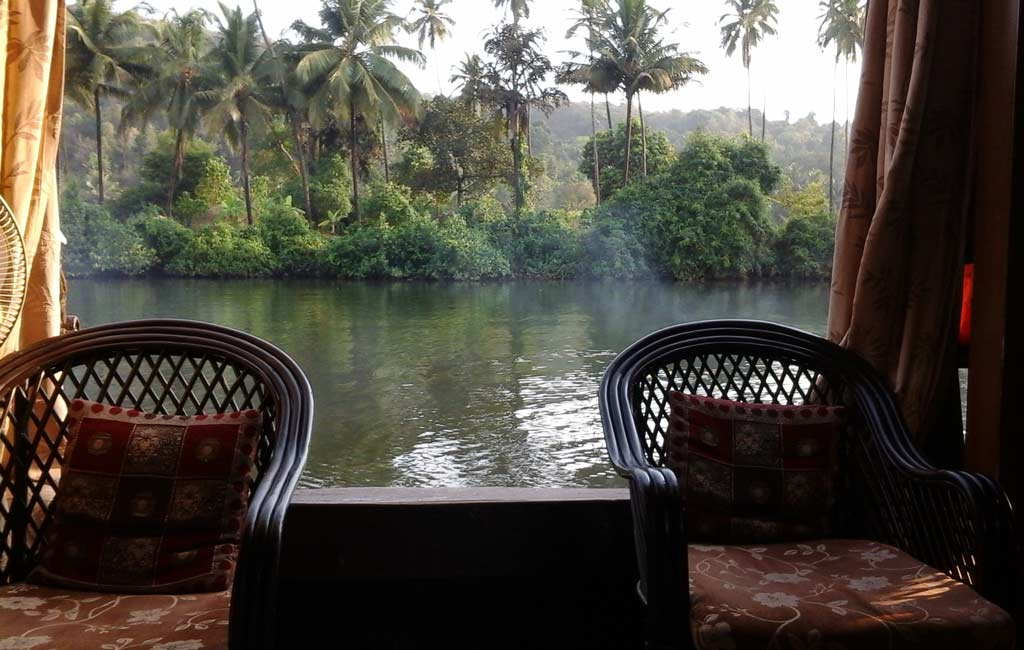 beautiful-chapora-river-goa-houseboat