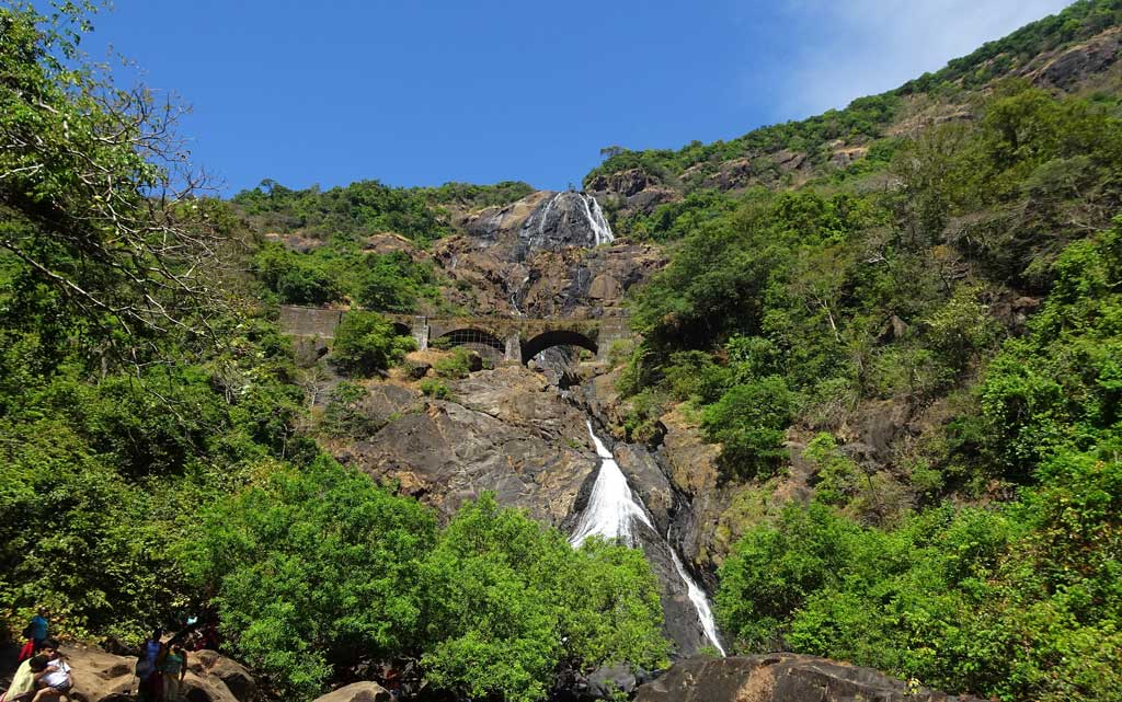 dudhsagar-waterfalls-trip-package-Goa