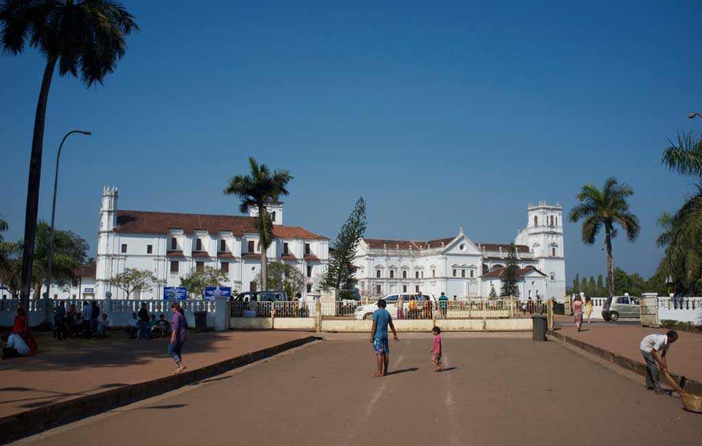 old goa churches tour