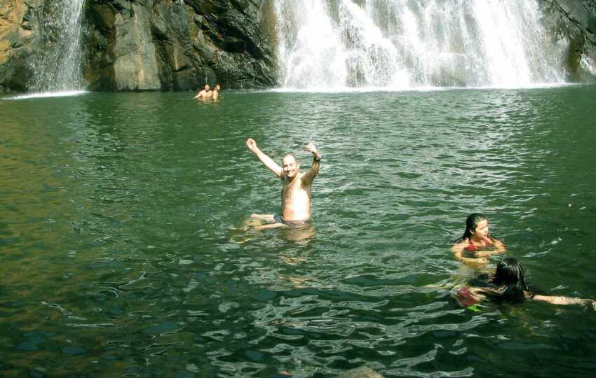 swimming-at-dudhsagar-falls,-Goa