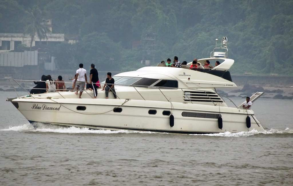 Private-Luxury-Yacht-Package---Goa